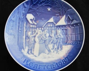 """Bing and Grondahl Blue and White Christmas Plate """"The Snowman's Christmas Eve"""" 1987 Vintage Danish Porcelain"""
