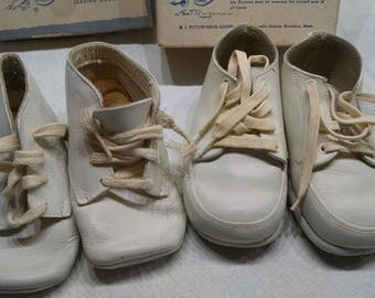 Baby Shoes / 2 Pairs Baby Shoes / Vintage  Baby Shoe Box / Photo Prop / Retro Baby Shoes / Old Baby Shoes