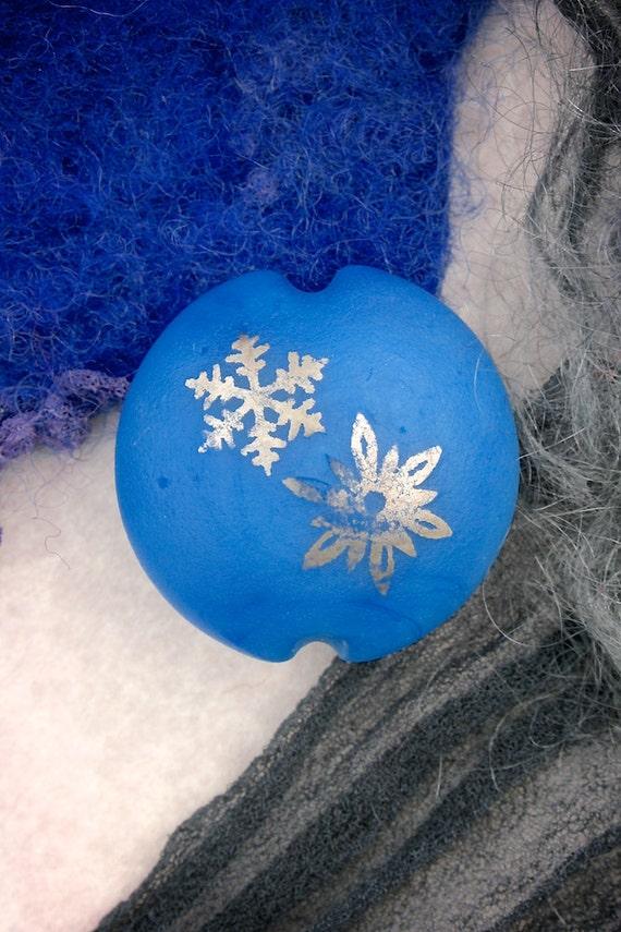 "Lampwork Beads SRA ""Periwinkle Snowflake Lentil"" Handmade Sandblasted Glass and Metallic Lustre on Bright Blue"