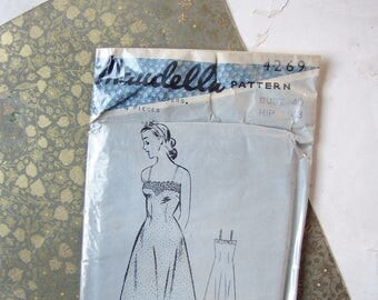 rare vintage 1940s sewing pattern by Maudella for lingerie - a full slip and tap knickers for 40 inch bust - factory wrapped!