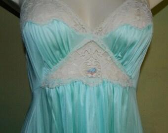 S 32/34 Vintage 60s Aqua Blue Gown Peignoir Set Peek a Boo Lace Vassarette Munsingwear Made in the USA