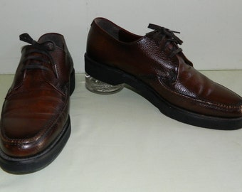 Deadstock Size 10D Oxford Shoes Nunn Bush Leather Shoes Hard Rubber Cush and Crepe Forward Thrust Soles Pebbled Leather Brown Oxfords