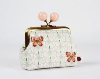 Metal frame coin purse with color bobbles - Little butterflies on light grey - Color mum / Korean fabric / green brown peachy pink