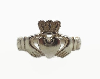 ON SALE Claddagh Ring, Sterling Silver, Vintage Ring, Irish Jewelry, Celtic Ring, 925, Size 7, Irish Wedding, Heart, Crown, Hands