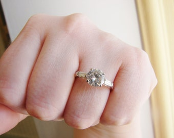 Vintage round silver engagement style ring with 3 clear crystals- size 9