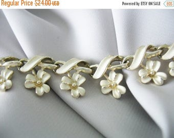 SALE Coro Creme Enamel Choker Necklace Flower Estate Jewelry Creamy White Jewelry Vintage 1960s