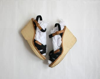 vintage strappy canvas wedges / size 10