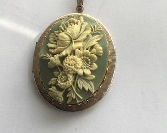 Vintage Victorian Revival Locket Molded Flowers