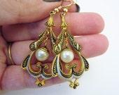 Dangle earrings. Gold earrings. Art deco earrings. Vintage jewelry. Vintage earrings. Pearl drop earrings. Git for her. Gift for bride.