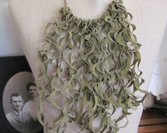 Beautiful Green Soft Suede Leather Curly Fringe Bib Necklace Choker (#29)