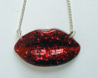 Glam red lips necklace