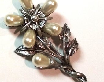 Vintage Silvery Brooch Faux Pearl Flower Pin