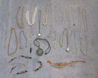 Necklaces, Vintage, 21 pieces. Jewelry