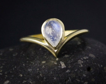 Teardrop Rainbow Moonstone Point Ring, June Moonstone Ring, Birthstone Ring