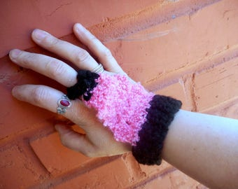 The Gothic Lolita Hand-flowers. Crochet Handmade Flamingo Pink & Black Boho Gypsy Belly Dance Hand Flower Bracelet / Ring Hand-harness Osfa