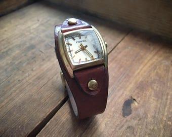 Vintage Fossil watch with original leather band glow in dark hands, men's watch, women's watch, vintage watch, retro watch, brown leather