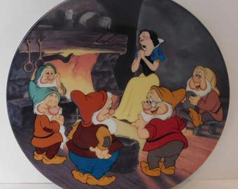"""Disney Snow White Collectors Plate """"Fireside Love Story"""""""