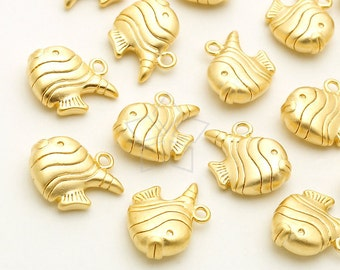 PD-1922-MG / 2 Pcs - Tiny Tropical Fish, Tiny Fish Charm Pendant, Matte Gold Plated over Brass / 9.5mm x 10mm