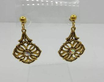 Avon Pretty Drops of Gold Pierced earrings