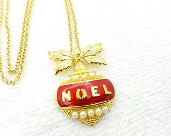 Avon Joyous Noel Pendant   Necklace  Mint Condition 1994  Original box