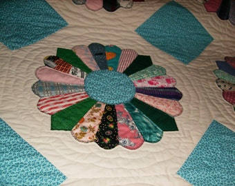HAND QUILTED and Hand Pieced Vintage Dresden Plate Queen Quilt