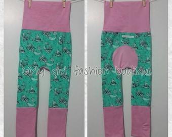 Maxaloones pantalons evolutif grow with me pants Ariel fabric green and pink
