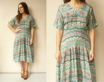 1970's Vintage Floral Printed Bohemian Midi Tea Dress Size Small