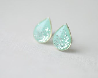 Mint Teardrop Shape Shimmering Silver Plated Brass Stud Earrings, Silver glitter