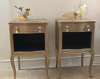 Pair of french style Nightstands Drexel Heritage