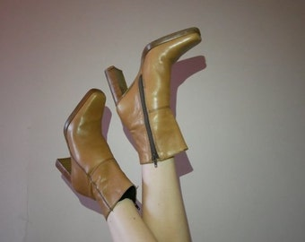 90s Western style tan platform boots by candies 6.5