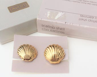 Vintage 1986 Avon Scallop Shell Goldtone Beach Traditional Gold Tone Clip On Earrings in Original Box NIB