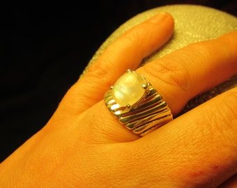 Sale, Very Beautiful Oval Rainbow  Moonstone Ring, Size 8.5 US, 925 Silver