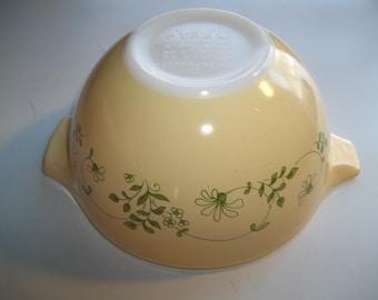 Pyrex#441 750ML/ 1 1/2 Pint  Shenadohoa Cinderella  Mixing Bowl