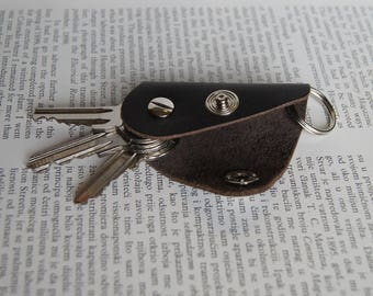 Leather keychain, key holder, holds 1-4 regular keys, snap button + ring for connection