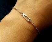 Safety Pin Bracelet, Minimal Bracelet, Silver Safety Pin. Stacking Bracelet, Modern Jewelry, Dainty, Everyday, Christmas Gift