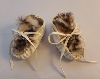 Deerskin Baby Moccasins, Leopard Rabbit Fur Shoes, White Leather Infant Booties, 1st Birthday, Baby Shower, made America