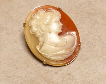 Victorian Antique Cornelian Shell Carved  Cameo in a Claw Set Gold Metal Setting