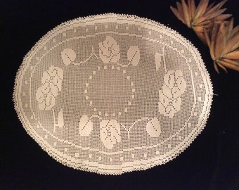 Vintage Large Filet Lace Crocheted Doily Floral Motif, Vintage Linens, Vintage Crochet, Vintage Lace