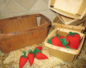 set of 5 vintage berry baskets and fabric strawberries