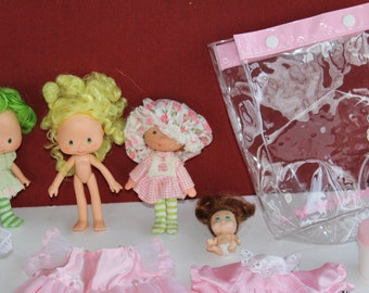 24 Pieces Misc Doll Clothes Various Sizes , 4 Dolls...Tyco Quint 5 / 2 Strawberry Shortcakes & 1 Knockoff , Vintage Doll Clothes Lot