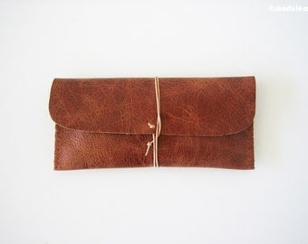 The Rustic Russet - Reddish brown leather pencil pouch, hand stitched, étui de cuir, pen case, handmade, sienna, red, rugged,  3x8