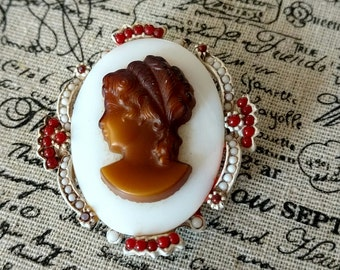 Vintage White Cameo Pendant/Brooch