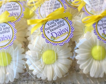 10 DAISY SOAPS {Favors} - Daisy Bridal Shower, Flower Baby Shower, Spring, Daisies, Party Favor, Wedding, Garden Soaps, Floral, Birthday
