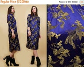 SALE 25%OFF 60s 70s Vtg Oriental CRANE Bird Print Satin Cheongsam Midi Dress / Asian Mandarin High Collar Cocktail Party Nye / Sm [As Is]