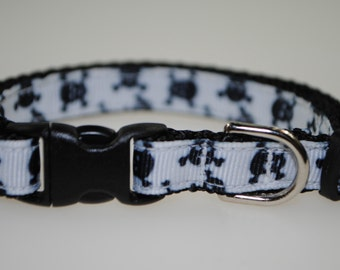 "Skull and Crossbones Black and White 3/8"" Adjustable Cat Collar"