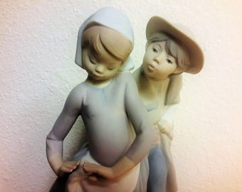 Lladro Boy Meets Girl Matte Finish #1188 Issued 1972 Retired 1989 Gorgeous Condition Original With Bellflower Marking