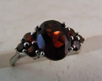 Vintage  Deep Red Pyrope Garnet  Ring in Sterling Silver.....  Lot 5220