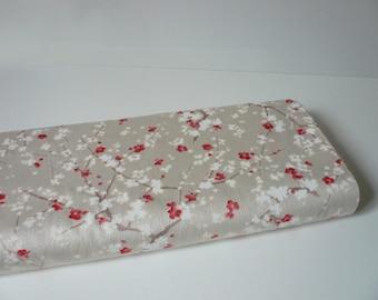 Tissu Japonais motif branches de cerisier nacré - 50 cm