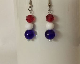 Patriotic earrings/ red white and blue earrings/ Memorial Day earrings/ July 4 jewelry/ beaded American earrings