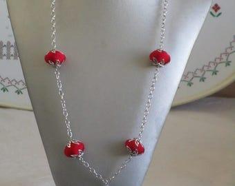 """Ravissant collier pendentif en bois et métal argenté avec perles et pompons en soie """"Salamandre"""""""